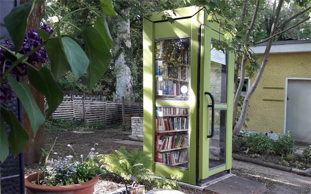 Bücherregaltelefonzelle